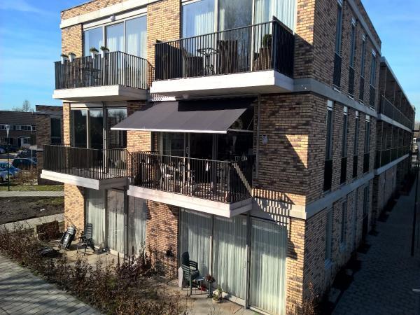 Glijarmscherm op balkon Hennie's Zonwering
