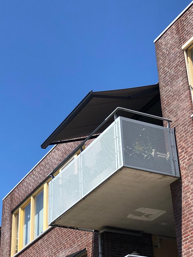 Terrasscherm op balkon Hennie's Zonwering