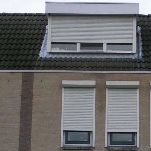 Rolluiken voor dakkapel en slaapkamer ramen Hennie's Zonwering