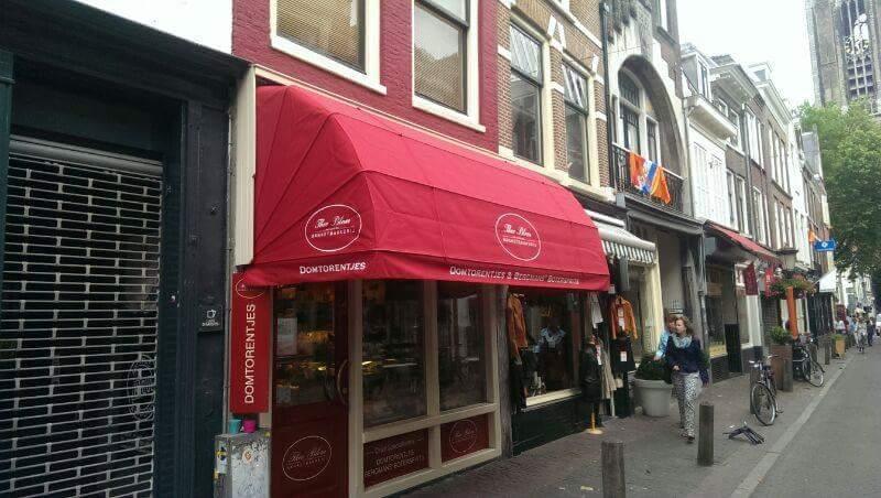 Bedrijven markies rood met opdruk Hennie's Zonwering